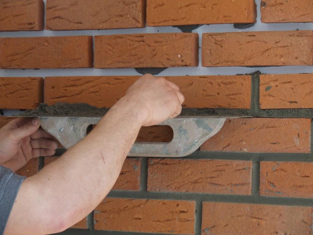 Jak kłaść płytki z cegły
