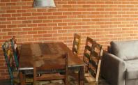Płytki rustykalne - ściana z cegły w jadalni